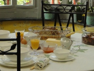 Petit-déjeuner dans la verrière